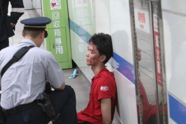 【捷運殺人】殺人狂車廂對峙 40秒影片曝光  -