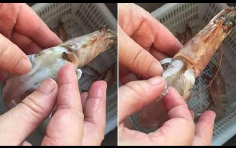 婦人正在清洗從菜市場買來的大蝦,一摸覺得蝦背上似乎有異物,於是撥開蝦殼檢後竟挖出「絕對不能吃下肚」的東西!  -