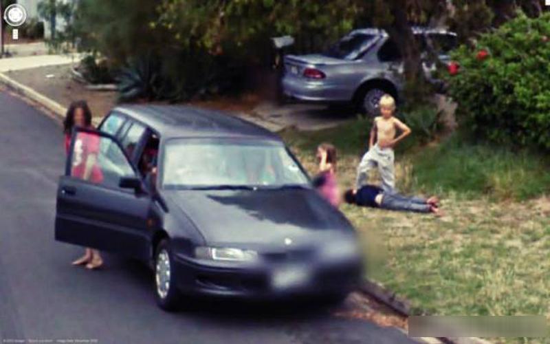 那台車裝的是屍體嗎...14張超詭異恐怖的Google街景圖!想不到外星人也不小心入鏡了...  -