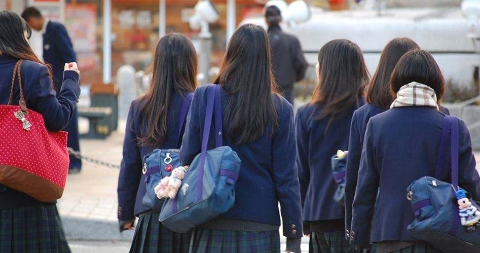 齊逼已經落伍了!現在日本女高中生最愛的制服穿法是「這種」!簡直要讓宅男崩潰:千萬不要啊!!