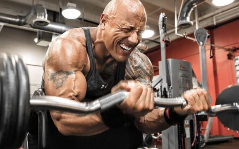 巨石強森為《玩命關頭8》設計「不可能的健身訓練」,完全超越人類極限讓大家都跪了!