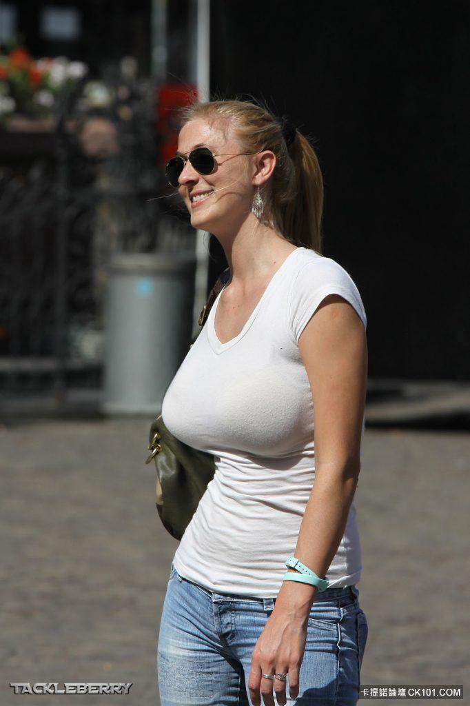 欧美巨乳有哪些_外国正妹是吃了些什麼会发育这麼好 在欧美街角和巨乳