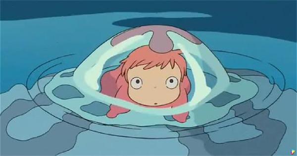 牠們就是真實版的宮崎駿動畫角色「波妞」,不會游泳的謎樣生物可愛泳姿讓網友萌翻了! 近日日本《北海道新聞》在推特上貼出一段影片,影片中一群橘色的小魚腹部緊緊吸附在容器上,呆萌的樣子非常可愛,像極了宮崎駿的作品《崖上的波妞》裡的主角「波妞」。