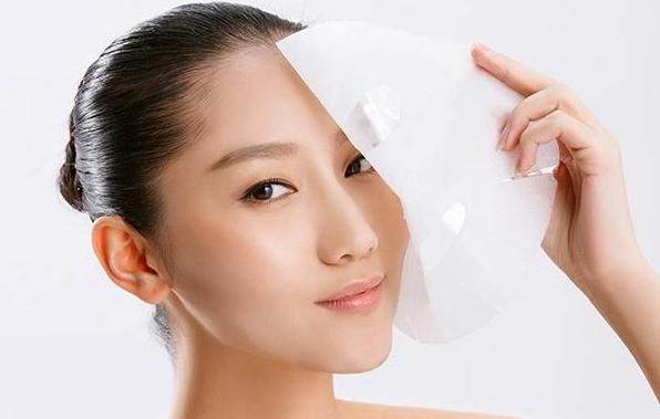 2.敷完面膜不擦护肤品