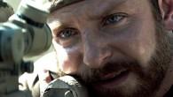 【American Sniper】中文預告 對於克林伊斯威特執導的電影,雞排我一直以來大多是挺喜歡的,像【麥迪遜之橋】、【神秘河流】、【經典老爺車】等片,都可堪稱是值得一看再看的經典,也挺佩服現今已84歲高齡的克導,這幾年仍不斷推出新的作品帶給觀眾,只不過有點可惜的是,去年【紐澤西男孩】卻因為商業考量而未能上台灣院線,讓人不免擔心,難道克導功力已開始大不如從前了嗎?好在看完這部由布萊德利庫柏、席安娜米勒主演的【美國狙擊手】之後,一切的憂慮都彷彿不存在,因為實在是挺好看的說。 本片由真人真事改編,布萊德利庫柏飾演美軍史上最強狙擊手克里斯凱爾,故事敘述克里斯從小在父親的教育下,以能夠保護他人為已任,有著強大且絕不輕言放棄的正義感,長大後決定從軍,加入海豹部隊,接著被派往伊拉克戰場擔任狙擊手,戰場上克里斯用他神準的射擊技術,一次又一次拯救了不少同袍,也讓他名聲日漸響亮,敵軍更不惜重金懸賞克里斯的項上人頭,隨著多次生死關頭徘徊遊走,殊不知克里斯內心裡,已產生不為人知的變化,到底這對他及其家人,又將帶來什麼樣的影響? 我得說導演克林伊斯威特寶刀確實未老,不但槍林彈雨的場面和節奏掌握得宜且到位,更將戰場上那瞬息萬變的氣氛營造得極好,一不注意發生什麼事都有可能,在這個不是你死就是我亡的舞台,本來就充滿太多的不確定性,就算主角被眾人譽為傳奇,難保不會因一個閃失,也落得為國捐軀的下場。此外,男主角布萊德利庫柏演技恰如其分,面對家庭和國家,難以回歸正常生活的糾結,深陷其中又不得不的掙扎及無奈,這位被人稱為美軍史上最傳奇的狙擊手克里斯凱爾,其實也是有著與凡人無異的脆弱一面。 「你在那裡的某些所見所為是你會後悔的?」 不可否認,這部【美國狙擊手】儘管帶有反戰的宣導意味,卻也多少有淪於意識形態,在中東戰場上面對的敵人,難道就真的如此萬惡不赦?主角所屬的美軍,就一定代表正義的一方嗎?就算來者是老弱婦孺,不確定是否就無威脅的情況,為了保護軍中弟兄乃至於其他百姓而狙殺對方,雖然在當下,往往是不得已而為之,也確實在求保險起見,但要知道,槍口對著被瞄準的目標,扣下扳機的剎那,那麼簡單就奪走一條又一條的性命,可有想到,對方也是有關心他、會替他難過的親朋好友,只不過,後悔又能如何,因為這些都是自己所選擇的路,對於克里斯凱爾來說,既然發生了,就要勇於面對。 「令我糾結的是我那些救不回來的人」 所以說,與其在那裡糾結自己行為是否正確,倒不如坦開心胸,用自身力量來幫助更多需要救援的人事物,只不過,人畢竟是人,不可能所有人都救到,還是三不五時會有弟兄殉職,心痛不只一兩天,儘管知道不容易,日子依然得過下去,在克里斯凱爾的心中,總不免牽掛仍在戰場上廝殺的軍中同袍,就算回到美國家裡陪伴老婆及家人,卻整個心思都還留在遙遠彼端的伊拉克,恨不得在扛起手上的狙擊槍,重返中東和夥伴們並肩作戰。 「你人在這裡,可是你的心不在這裡」 也因為這樣,克里斯凱爾的老婆總是無奈,家的定義,對於克里斯又是如何呢?一邊是有著妻小,安定、平穩,和樂融融的家庭生活;而另一邊則是和軍中弟兄們,為了保家衛國,不惜冒著生命危險執行任務。何時他才會放下一切,又到底哪一邊才是他真正歸屬呢?從小就是有著鋤強扶弱的精神,以至於為了保護他人,寧願自己受傷也無妨,這就是克里斯的本質,雖然看似好戰,其實是有顆溫暖的心,並非他不想好好和老婆及家人共享天倫,而是清楚明白,命中注定就是要他站出來,成為守候綿羊、驅趕狼群的牧羊犬,正所謂天將降大任於斯人也,或許就是這個道理,而他,終究會有回家的那一天。 總而言之,我個人挺喜歡這部【美國狙擊手】,演員演技、場面調度、節奏步調、娛樂性及深度思考兼具,從各方面來看,本片確實都有相當程度的水準表現,一言以蔽之,好看啦,本週有空快去電影院瞧瞧,因為真的還不錯看,在此簡單推薦給大家,順帶一提,【美國狙擊手】在這屆奧斯卡入圍六項提名,其中又以最佳影片及最佳男主角為最大獎,屆時能否一舉奪下小金人,就讓我們拭目以待。 雞排的隨性給分: (滿分10塊) ————— ( ̄3 ̄)→ 8.5塊雞排 PS:戰場上,總是得作出殘酷又不得不的決定,如果是你,又當如何呢? 對於星座有興趣的朋友, 可以來Nana星座參觀一下~~ *本篇同步更新於無名 電癮娛樂粉絲團等你/妳來加入!! 來源 : 不營養大雞排-Snow