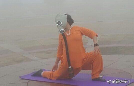 廣場舞「大媽最後的倔強!」上班路過拍下這照片…攝影師哭惹!-3