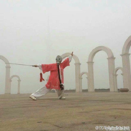 廣場舞「大媽最後的倔強!」上班路過拍下這照片…攝影師哭惹!-4